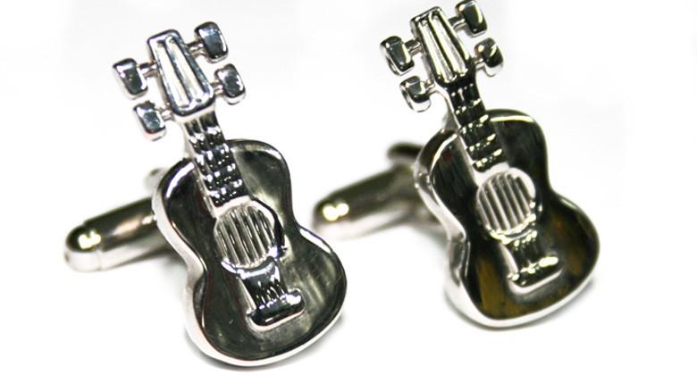 Gemelos de camisa y pasador de corbata con forma de guitarra