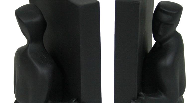 Detalle del Sujetalibros diseñado por Chris Collicot: Hombres en negro