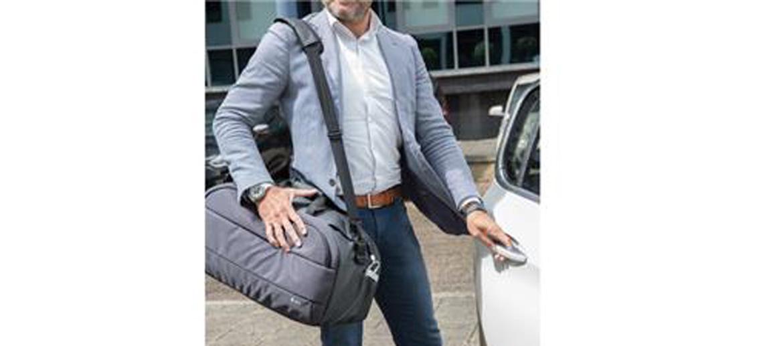 Bolsa de viaje con entrada de USB para cargar tu móvil - comprar online precio 85€ euros
