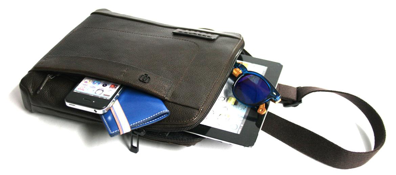 Bolso bandolera de piel  porta iPad marca Piquadro - comprar online precio 145€ euros