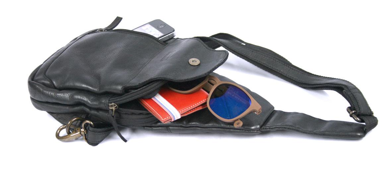 Bolso de pecho en piel envejecida color negro - comprar online precio 85€ euros