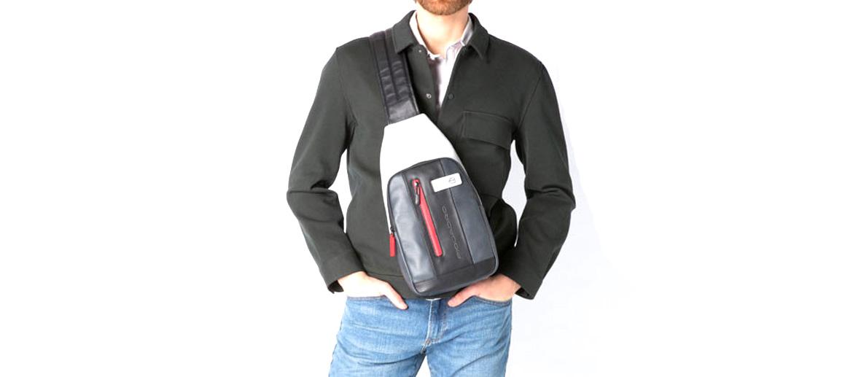 Bolso de pecho en piel marca Piquadro color gris - comprar online precio 180€ euros