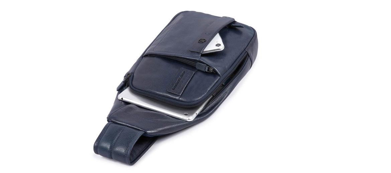 Bolso de pecho en piel marca Piquadro - comprar online precio 170€ euros