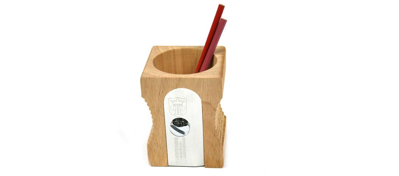 Bote porta lápices con forma de sacapuntas en madera de pino para despachos modernos - comprar online precio 25€ euros