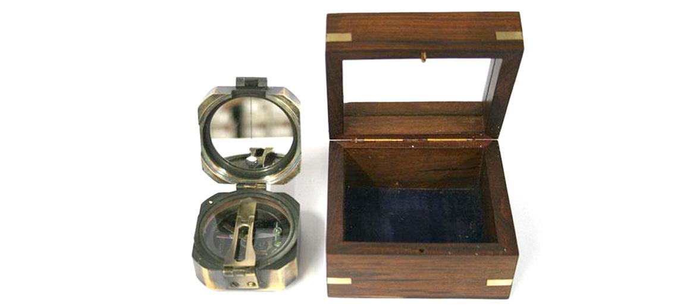 Brújula Brunton réplica antigua en caja de madera - Comprar Online Precio 49€ euros - Para regalo personalizado