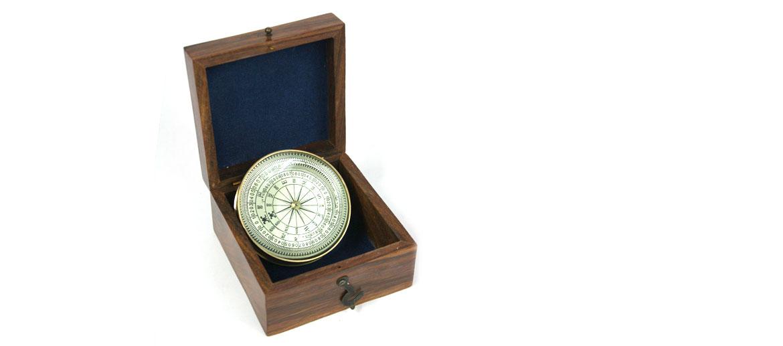 Brújula con lupa con caja de madera replica antigua - comprar online precio 29€ euros