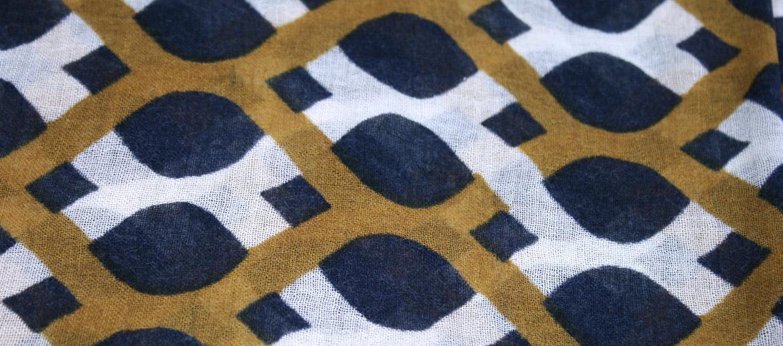 Bufanda foulard 100% lana fina con dibujo geométrico - comprar online precio 88€ euros