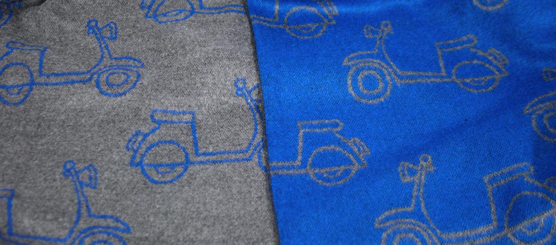 Bufanda foulard con motivo de moto Vespa azul gris - comprar online precio 35€ euros