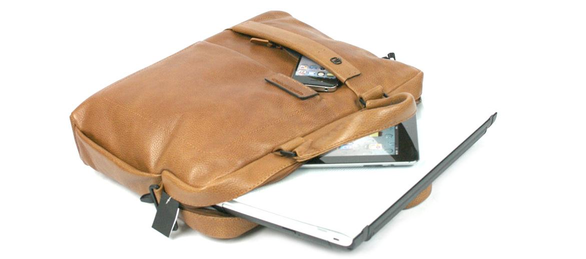 Cartera porta documentos dos asas para portátil de piel marca Piquadro - comprar online 305€ euros