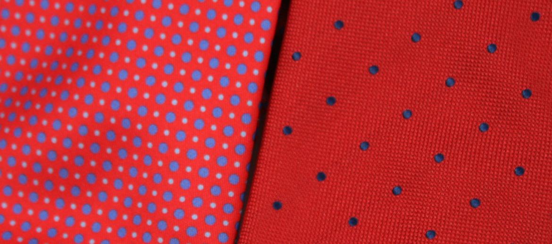 Corbata de seda natural de color rojo con dibujo de lunares - comprar online precio 39€ euros