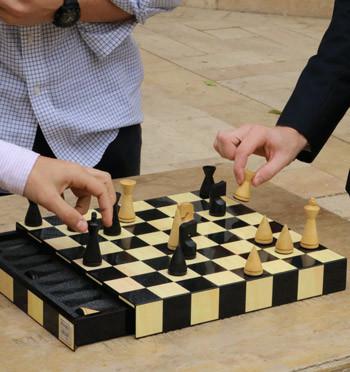 Juego ajedrez de tablero lacado con caja incorporada para las piezas - comprar online precio 98€ euros