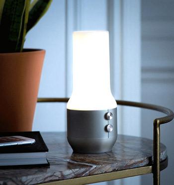 Lampara punto de luz con altavoz bluethooth y batería para el móvil - comprar online precio 89€ euros