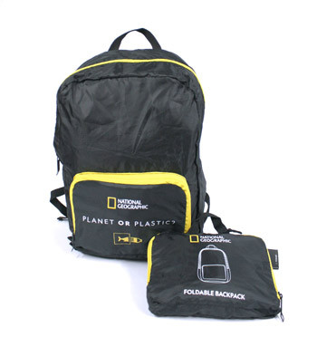 Mochila plegable para meter dentro de la maleta para viaje o deporte marca National Geographic