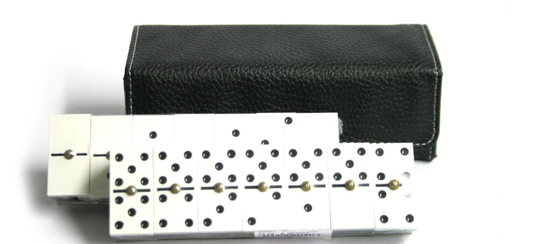 Domino con estuche de símil piel - comprar online precio 28€ euros