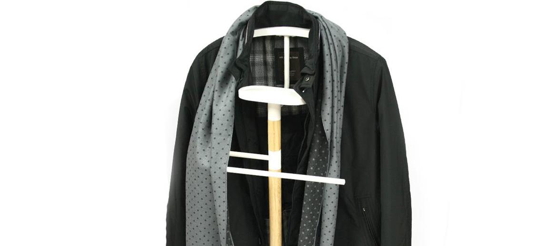 Galán de noche, mozo perchero diseño minimalista metal y madera - comprar online precio 79€ euros