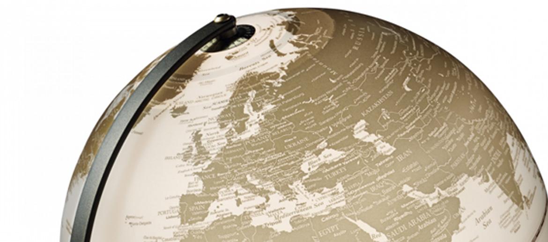 Globo terráqueo con luz de 30 cms de diámetro y estructura negra - comprar online 145€ euros