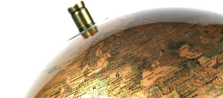 Globo terráqueo en dorado de 25 cms de diámetro - comprar online precio 67€ euros