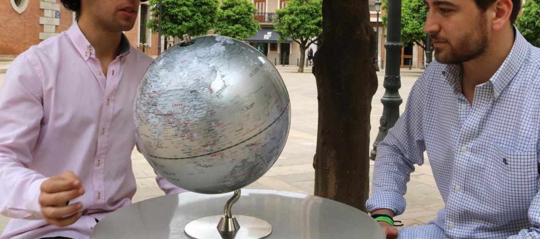 Globo terráqueo 31cms de diámetro gris metalizado - comprar online precio 95€ euros