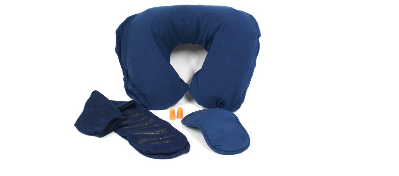 Kit de viaje con almohada, calcetines, antifaz y tapones - comprar online precio 25€ euros