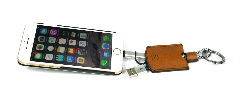 Llavero con cable USB ¡dos en uno! marca Piquadro - comprar online precio 47€ euros