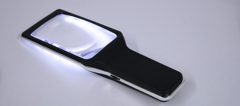 Lupa rectangular con luz de leds para leer texto pequeño - comprar online precio 25€ euros