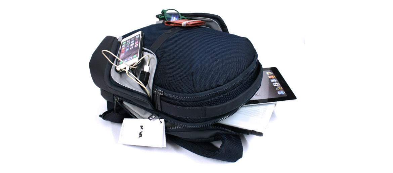 Mochila de trabajo con bolsillos laterales y conexión USB marca Nava Design - comprar online precio 139€ euros