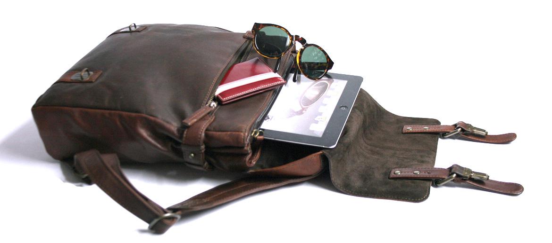 Mochila de vestir en piel pequeña con solapa color marrón - comprar online precio 180€ euros