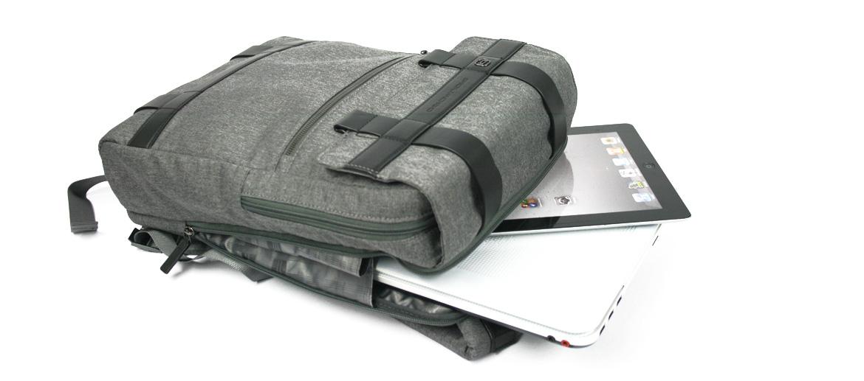 Mochila funcional con solapa marca Piquadro - comprar online precio 234€ euros
