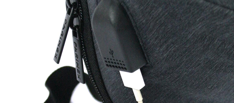 Mochila urbana con entrada de USB color gris - comprar online precio 40€ euros