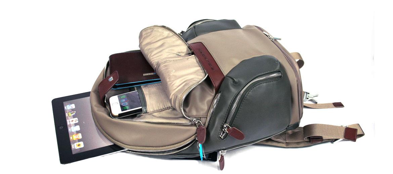 Mochila informal para portátil 13 pulgadas marca Piquadro color marrón grisáceo - comprar online precio 328€ euros