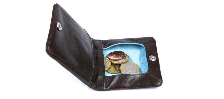 Monedero de piel color marrón y vivos en azul marca Piquadro - comprar online precio 69€ euros