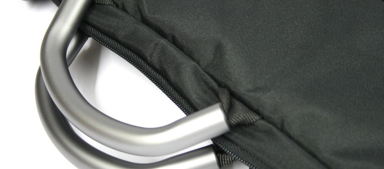 Porta trajes de viaje en color negro con asas de aluminio- Comprar online Precio 78€ euros