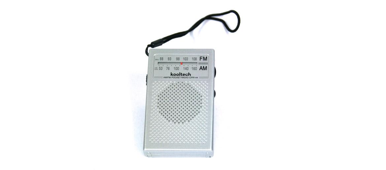 Radio AM/FM de bolsillo con entrada de auriculares plateada - comprar online precio 20€ euros