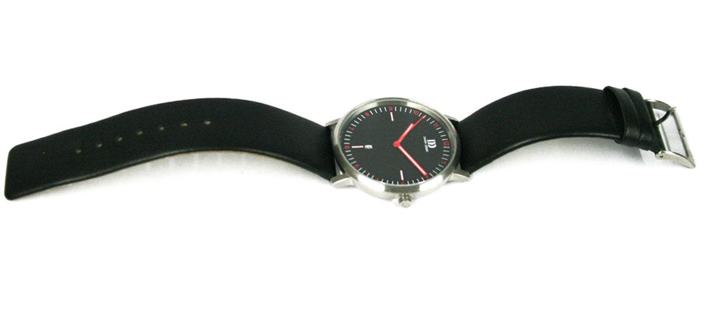 Reloj de pulsera esfera negra detalles en rojo marca Danish Desing - comprar 140€ euros