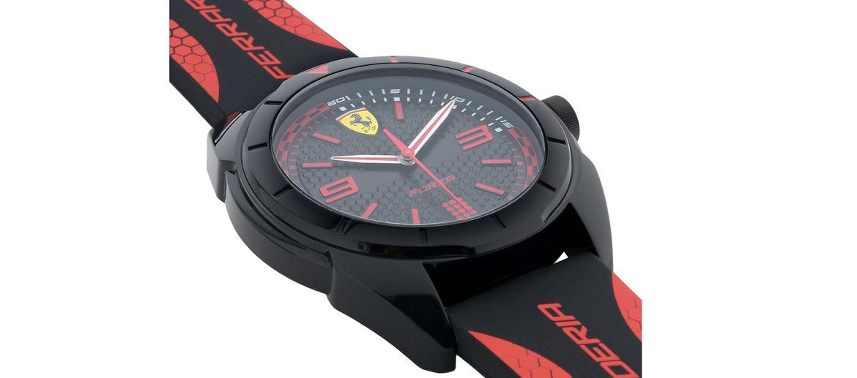 Reloj de pulsera deportivo con detalles en rojo marca Ferrari - comprar online precio 115€ euros