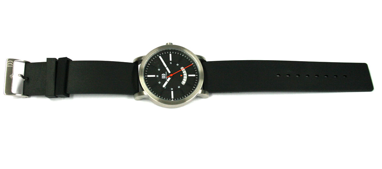 Reloj pulsera esfera negra detalles en blanco marca Danish Desing - comprar precio 145€ euros
