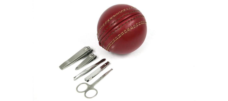 Set de aseo de uñas con forma de pelota de cricket - comprar online precio 35€ euros
