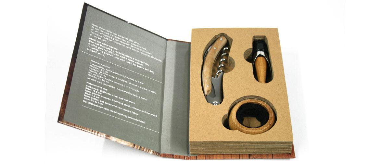Set de vino con forma de libro con abridor sacacorchos, antigoteo y escanciador - comprar online precio 20€ euros