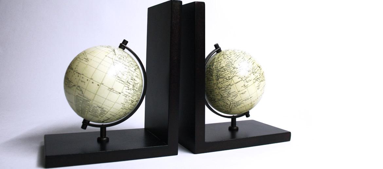 Sujeta libros de globo terráqueo en madera - comprar online precio 38€ euros