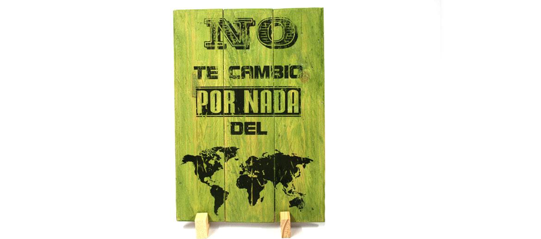 Tabla de madera para colgar o sobremesa con mapa y frase amorosa - comprar online precio 52€ euros