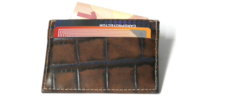Tarjetero para tarjetas de crédito y billetes piel grabada - comprar online precio 22€ euros