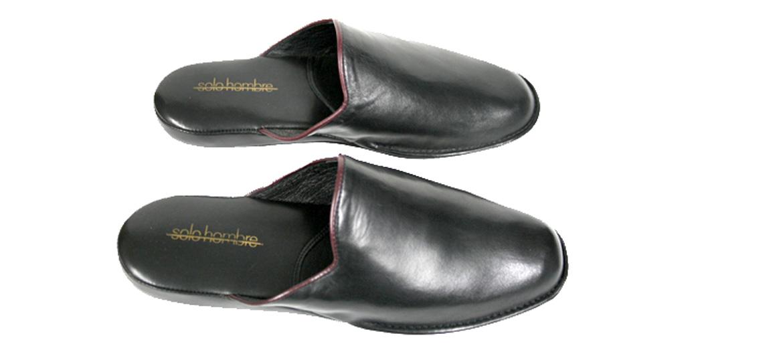 a46918abe0b Detalles. Zapatillas ir por casa en piel color negro - Comprar online Precio  ...